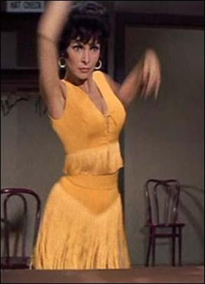 Dans quelle comédie musicale, dans laquelle elle a comme partenaire Dick Van Dyke, Janet Leigh entame-t-elle une danse du ventre dans cette jolie robe frangée ?