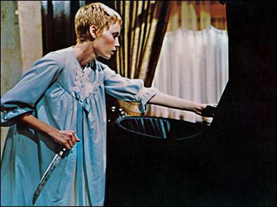 La même année, Roman Polanski tourne un film où la religion est utilisée comme élément horrifique. C'est :