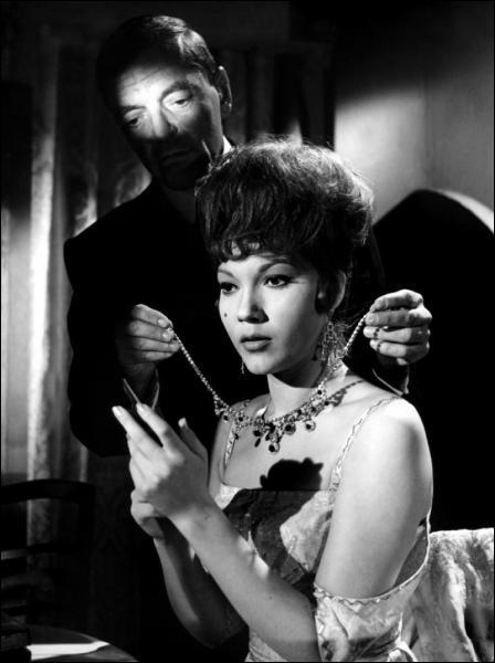 L'Espagne n'est pas en reste avec ce film de 1962 sans doute le plus connu de Jess Franco et pour lequel il s'est inspiré des 'Yeux sans visage' de Georges Franju. C'est :
