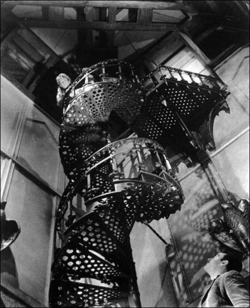 En 1963 Robert Wise signe probablement le meilleur film de maison hantée jamais fait qui inspira même Shining. Un faible remake (Hantise) en a été fait en 1999. Ce film s'appelle :