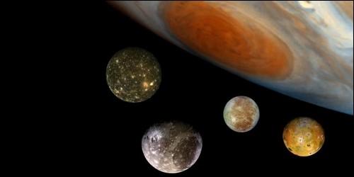 Laquelle de ces trois planètes a le plus grand nombre de satellite ?