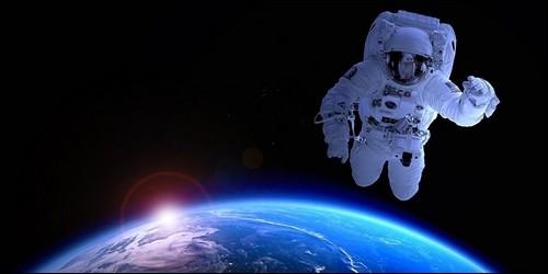 Comment les Russes appellent-ils les hommes qu'ils envoient dans l'espace ?