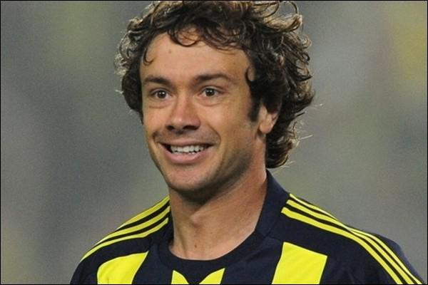 Quel club a choisi de rejoindre l'international uruguayen Diego Lugano, récent vainqueur de la Copa America ?
