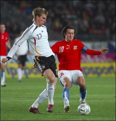 Quel club a rejoint le très grand défenseur allemand Mertesacker ?