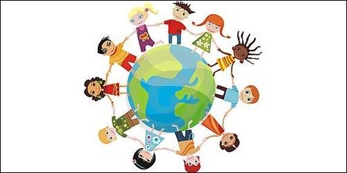 Comment appellent-on les scientifiques qui étudient les différents peuples du monde ?
