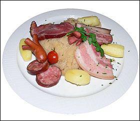 La choucroute alsacienne est un mets composé de chou coupé finement. En 2007, la consommation annuelle de choucroute est estimée à combien ?