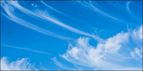 Ces nuages de glaces sont élévés. D'un blanc soyeux, ils prennent des formes de filaments parallèles. Comment s'appellent-ils ?