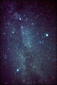 Voici une constellation nommée 'Triangle de l'été'. Mais quelles étoiles la composent ?