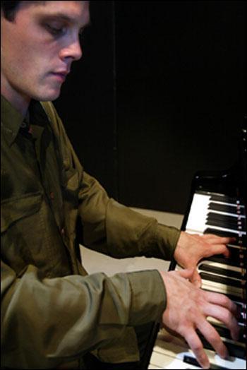 D'ou vient le pianiste, dans une chanson de Gilbert Bécaud ?