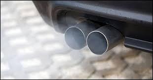 Si vous avez le tuyau d'échappement près du gazon, vous êtes sûrement à...
