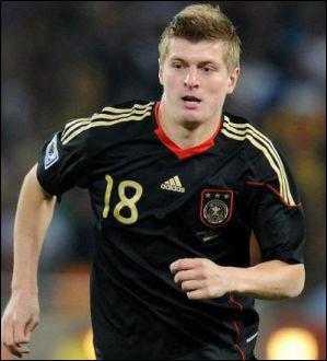 Jeune espoir allemand, il commence à s'imposer au Bayern. C'est...
