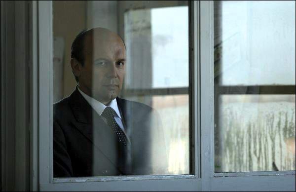 Dans son film, 'Le caïman' en 2006, de quel homme politique Nanni Moretti fait-il la satire ?