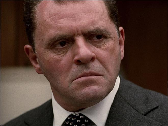 Qui joue le rôle du président Nixon dans ce film d'Oliver Stone sorti en 1995 ?