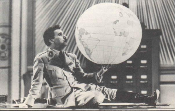 Quel dictateur est parodié par Charles Chaplin dans ce film ?