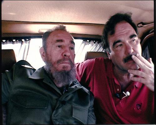 Quel dictateur a été interviewé pendant trois jours par Oliver Stone en vue du documentaire politique 'Comandante' qui n'est jamais sorti en salles aux Etats-Unis ?