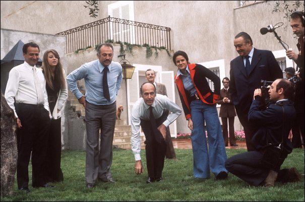 Comment s'appelle ce documentaire de Raymond Depardon qui retrace la campagne du candidat Giscard d'Estaing aux élections présidentielles de 74 jusqu'à son élection comme président de la République ?