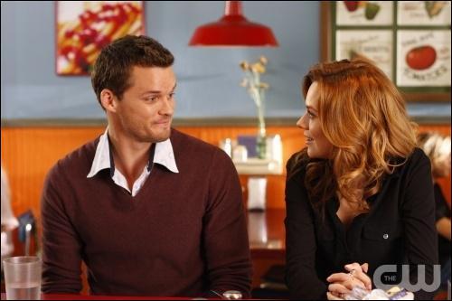 Que dit Peyton à Julian , le nouveau copain de Brooke ?