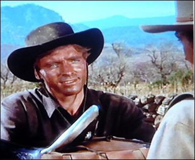 Il joue le rôle de Joe Erin dans 'Vera Cruz' en 1954 sous la direction de Robert Aldrich.