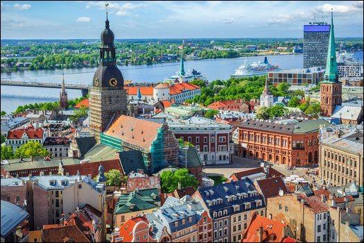 Quelle capitale européenne est arrosée par la Vistule ?