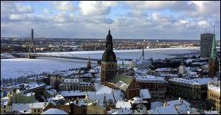 Quel pays fait partie des pays baltes ?