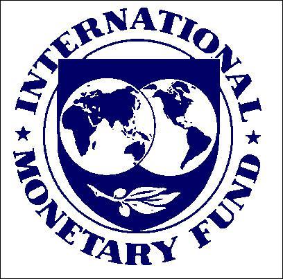 En 2009, quel président avait glissé une valise contenant 100 000 euros et 50 000 dollars à un représentant du FMI en guise de 'cadeau d'adieu' ?