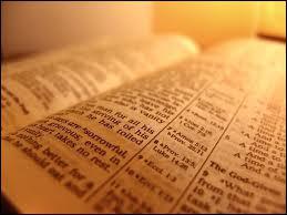 Complètez les phrases : 'l'homme ne vivra pas de pain seulement, mais de ... ... ... . . qui sort de la bouche de Dieu'.