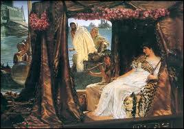César 'convoque' Cléopâtre à Rome. Pour quelles raisons ?
