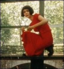 Dans quel film Audrey Tautou s'amuse-t-elle à faire des ricochets habillée d'une jolie robe longue ?