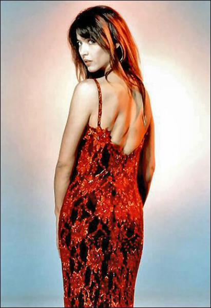Dans quel film Sophie Marceau joue-t-elle Elektra King, une James Bond Girl, aux côtés de Pierce Brosnan ?