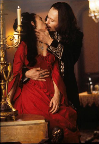 Dans quel film Winona Ryder séduit-elle un célèbre suceur de sang, interprété par Gary Oldman ?