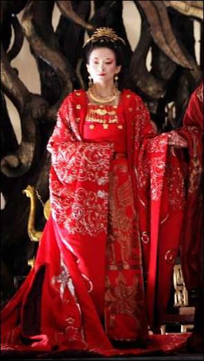 Dans quel film, libre adaptation du 'Hamlet' de Shakespeare dans la Chine du Xe siècle, peut-on apercevoir Zhang Ziyi dans cette robe magistrale ?