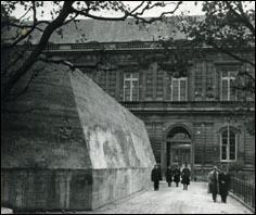 Pendant la Seconde Guerre mondiale, qui occupe le Palais du Luxembourg ?