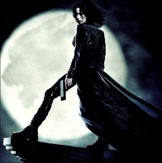 Dans quel film Kate Beckinsale joue-t-elle une séduisante vampire dans une atmosphère 'urban gothic' ?