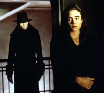 Dans quel film d'Alex Proyas avec Jennifer Connelly, des hommes en noir peuplent-ils une ville continuellement plongée dans l'obscurité ?