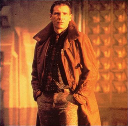 Dans quel film futuriste Harrison Ford tombe-t-il sous le charme d'une 'réplicante' (une femme-robot) ?