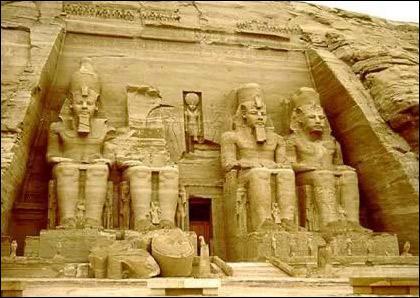 Voici le temple d'Abu Simbel. A qui a-t-il été dédié ?