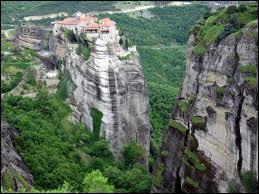 Dans quel pays se situe les monastères des Météores ?