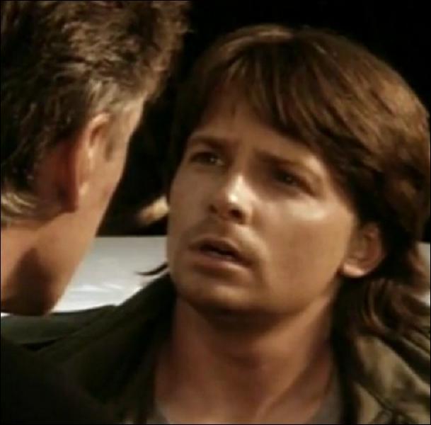Dans ce film il est un acteur qui cherche à s'inspirer d'un détective bourru (James Woods) pour un prochain rôle. De quel film s'agit-il ?