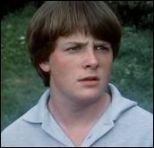 Dans quel film est-il un adolescent effacé qui s'écrase devant une bande de jeunes extrêmistes qui rendent la vie impossible à l'un de leurs professeurs ?