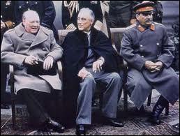 Quels sont les grandes figures politiques présentes à la conférence de Yalta ?