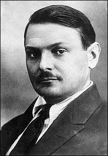 En réponse à la doctrine Truman, l'URSS évoque la doctrine Jdanov. Qu'a-t-elle comme conséquence ?