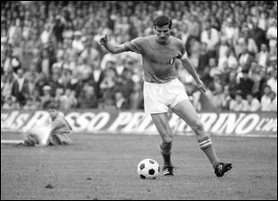 Fidèle à l'Inter Milan de 1960 à 1978, il y remporte deux C1. Bon des deux pieds, il disposait surtout d'une belle frappe du droit, qui lui permettait de marquer régulièrement :