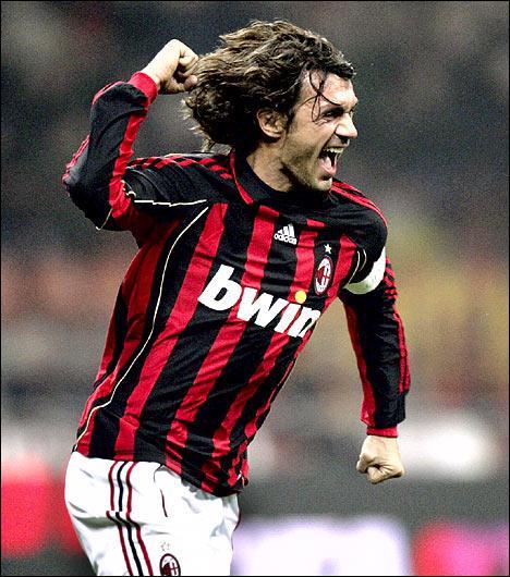 25 ans au Milan AC, 7 scudetti, 5 Ligues des Champions, footballeur modèle, costaud, rapide, bon dribbleur, excellent centreur, défenseur redoutable, vous avez reconnu…