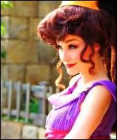 Qui est cette jolie fille de l'antiquité ?