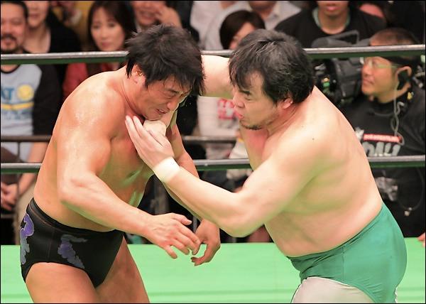 Le 13 juin 2009, Mitsuharu Misawa (de la AJPW) décède à la suite d'une mauvaise réception pendant un match. Qui lui a porté la prise fatale ?