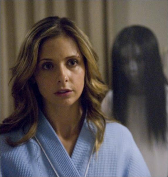 Dans quel film est-elle de nouveau confrontée aux fantômes d'une jeune femme et de son fils qui ont élu domicile dans un placard ?