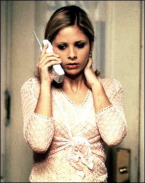 Dans quel slasher américain incarne-t-elle Cici, membre d'un sororité, qui aurait mieux fait de ne pas répondre au téléphone ?