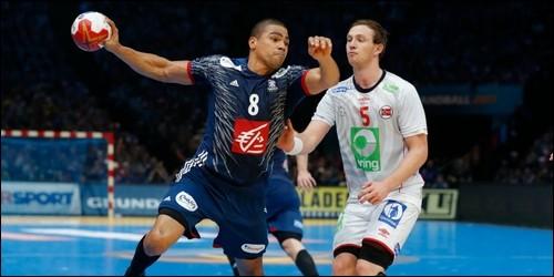 Au handball, combien de pas peut-on courir balle en main ?