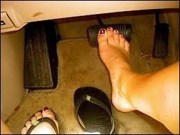 On peut aussi prendre une contravention si on conduit pieds nus.