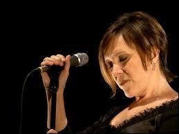 Qui est la chanteuse du groupe belge 'Vaya Con Dios' formé en 1986 ?